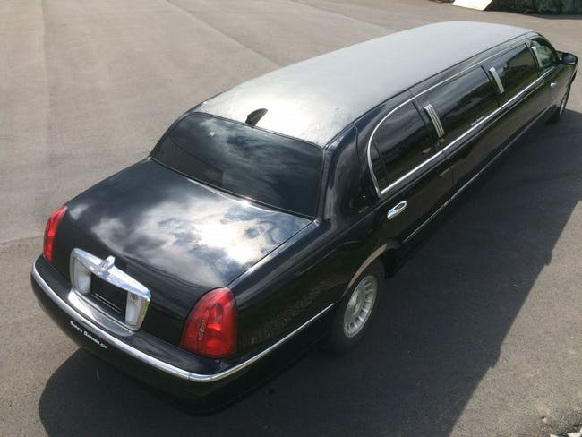 saloon Lincoln Town Car Stretchlimo frisch ab MFK