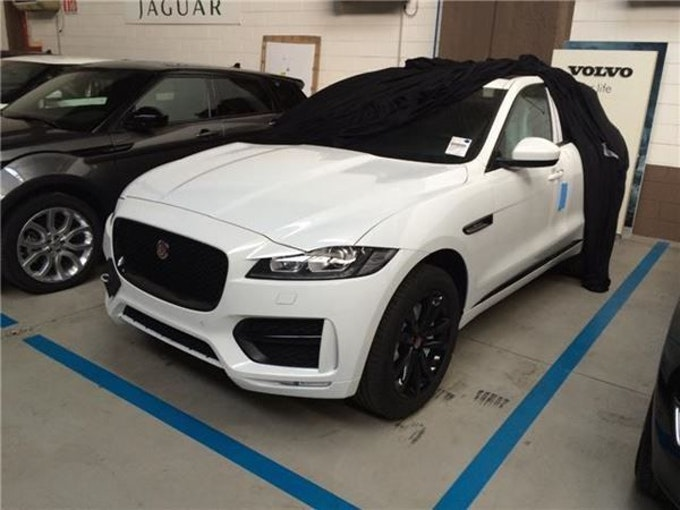 Jaguar F-Pace 2.0d Pure AWD 1 km 48'888 CHF - buy on carforyou.ch - 1