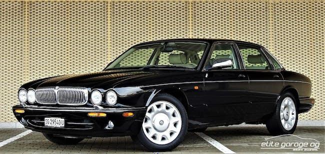 saloon Daimler V8 4.0