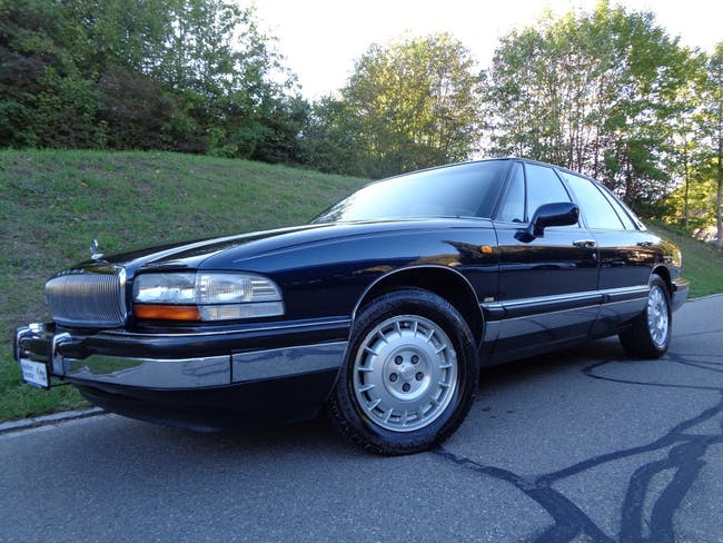 saloon Buick Park Avenue Sedan