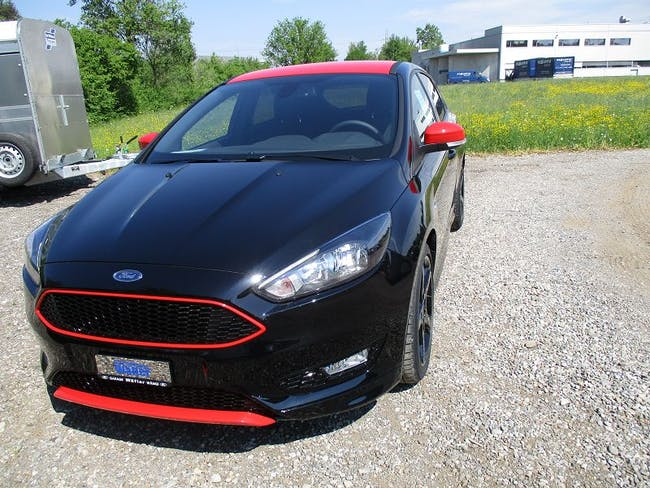 saloon Ford Focus 1.5i EcoB SCTi 182 Black Ed.