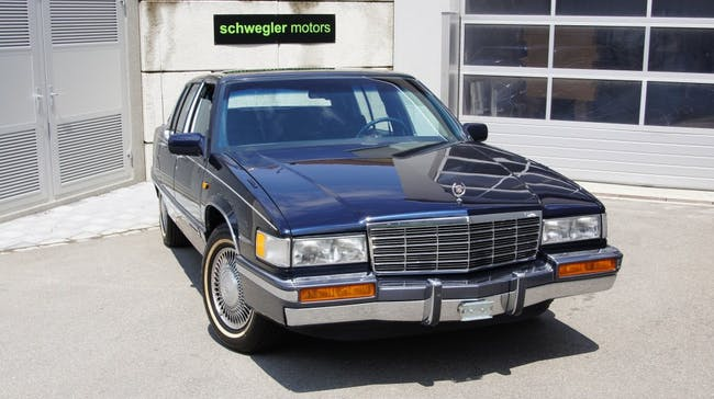 saloon Cadillac Fleetwood 4.9 Sedan