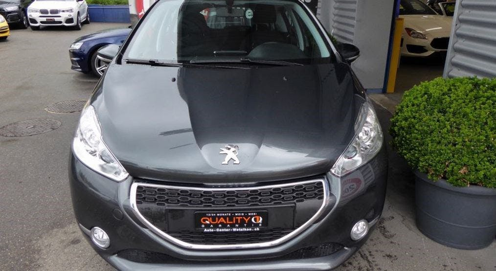 saloon Peugeot 208 1.2 VTI Active