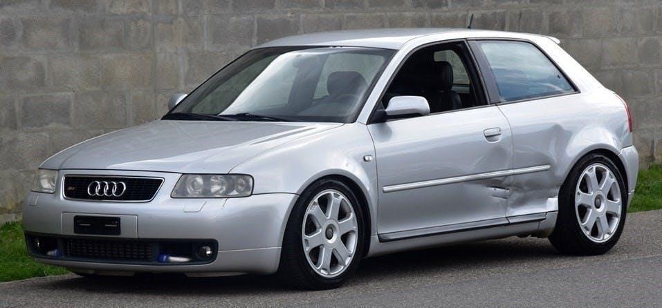 saloon Audi S3 quattro