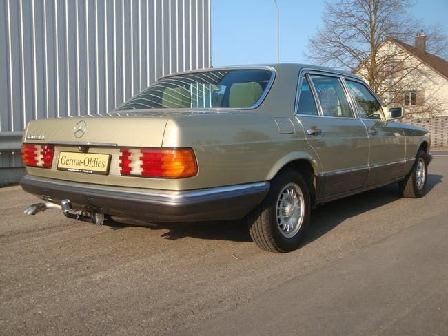 saloon Mercedes-Benz 380 SEL W126