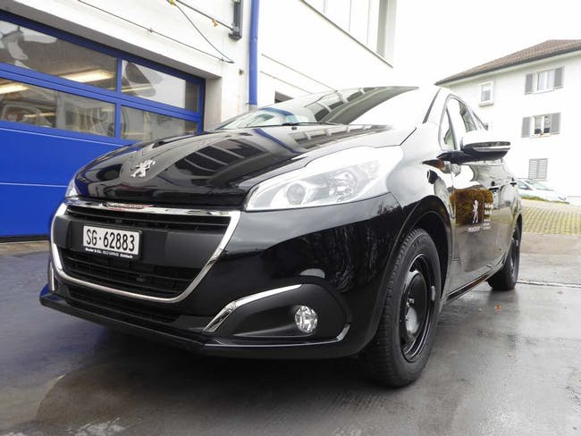 saloon Peugeot 208 1.2 PureTech Style