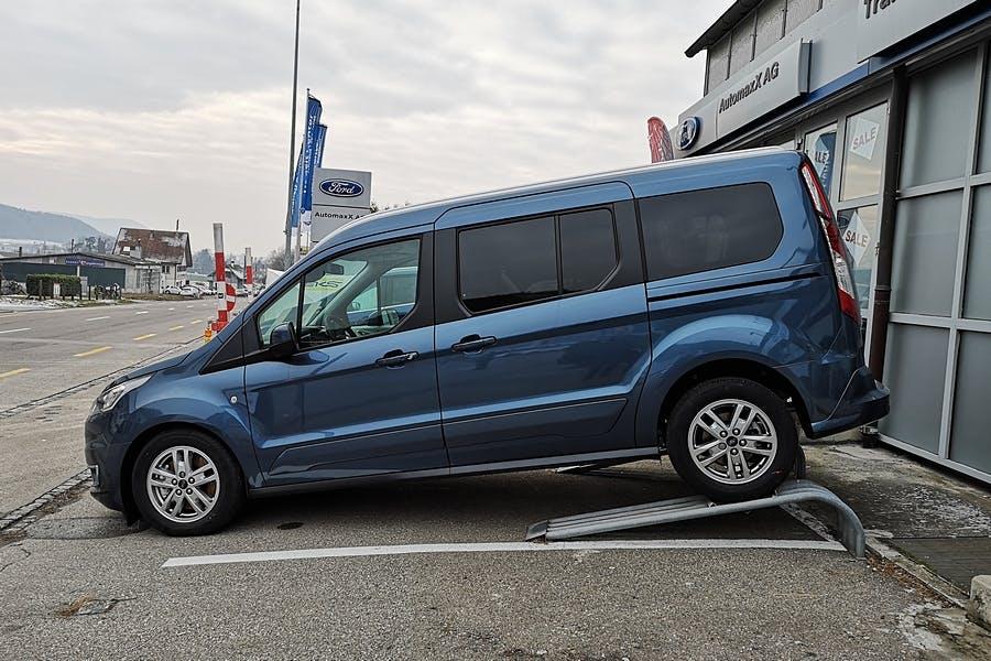 bus Ford Connect Tourneo Grand 1.5EcoBlue Titan.