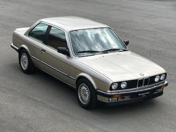saloon BMW 3er E30 323i