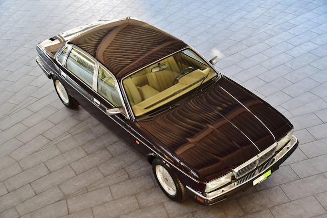 saloon Daimler Double Six 6.0 Majestic