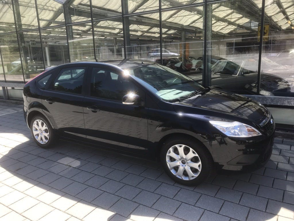 saloon Ford Focus 2.0i Carving Automatic