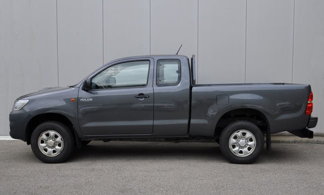 saloon Toyota Hilux 2.5D 4WD Extra Cab Luna