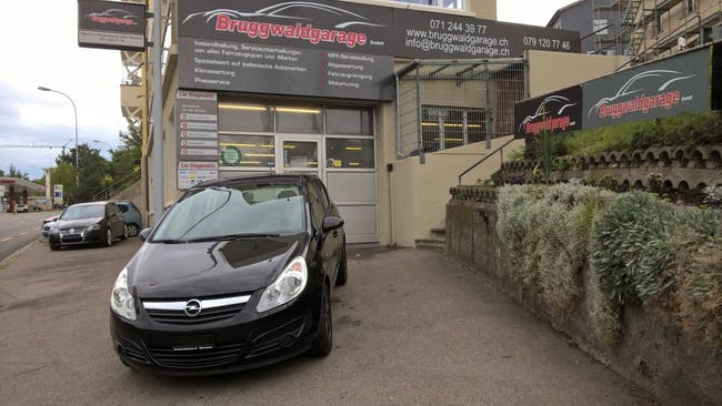 saloon Opel Corsa 1.4 TP Enjoy
