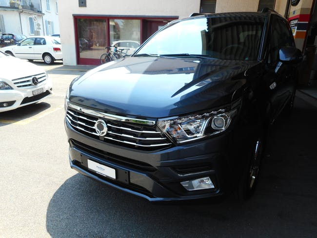 van SsangYong Rodius SV 220 e-XDi 4WD Turismo