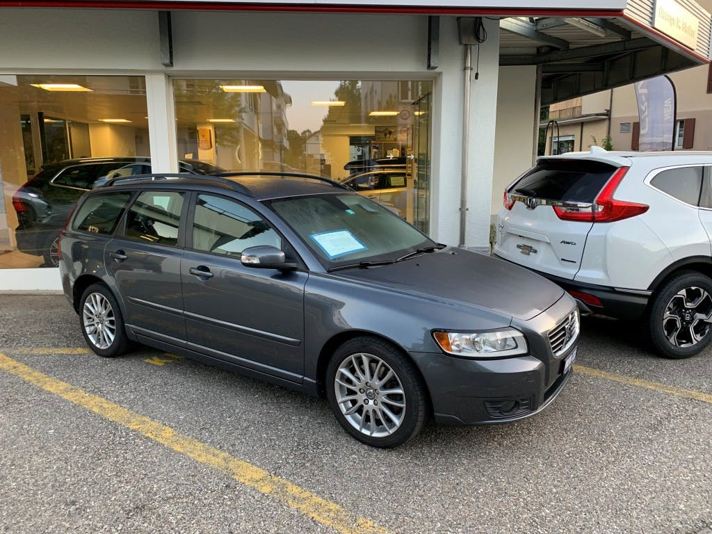 estate Volvo V50 2.0D Momentum Powershift