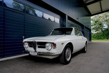 coupe Alfa Romeo GT 1300 Junior