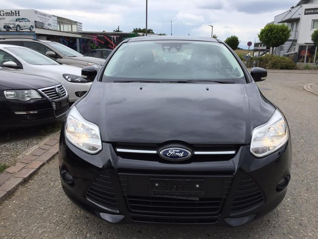 saloon Ford Focus 1.0 SCTi Trend