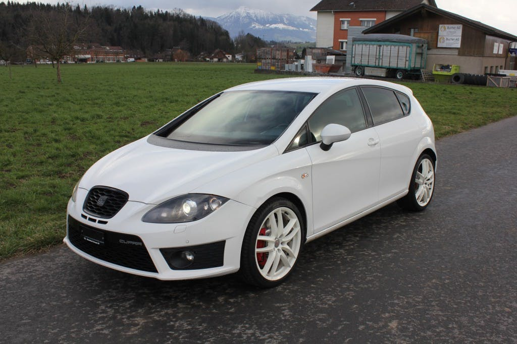 saloon SEAT Leon 2.0 TSI Cupra R310 World Champion Edition