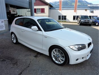 saloon BMW 1er 118i Dynamic Edition