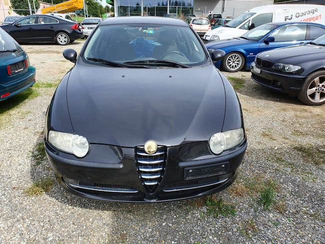 saloon Alfa Romeo 147 1.6 TS 16V Distinctive