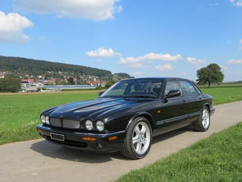 saloon Jaguar XJ R 4.0 V8 S/C