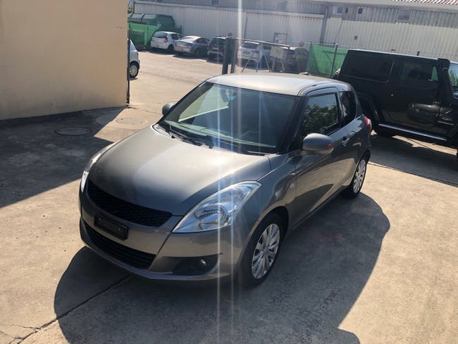 saloon Suzuki Swift 1.2i 16V GL Top