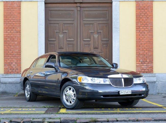 saloon Lincoln Town Car Signature Series Touring Sedan