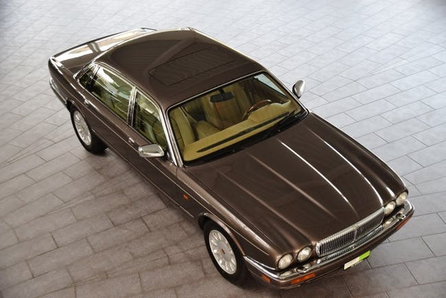 saloon Daimler Daimler 6.0 Double Six Majestic