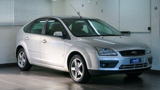 saloon Ford Focus 1.8i Flexifuel Carving