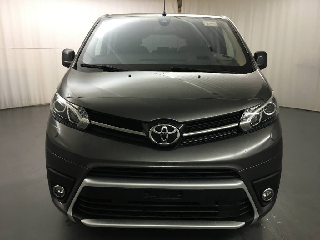 bus Toyota Proace 2.0 D Trend