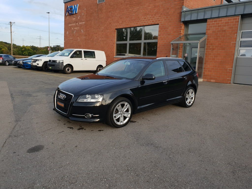 saloon Audi A3 Sportback 1.6 TDI Attraction S-tronic