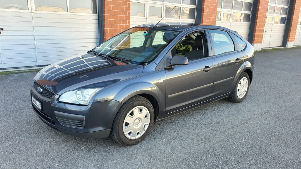 saloon Ford Focus 1.6i VCT Trend