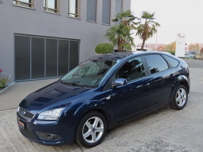 saloon Ford Focus 1.8i Carving