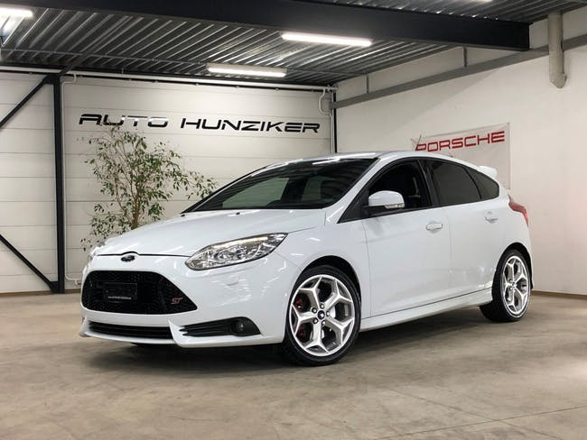 saloon Ford Focus 2.0 SCTi ST-2