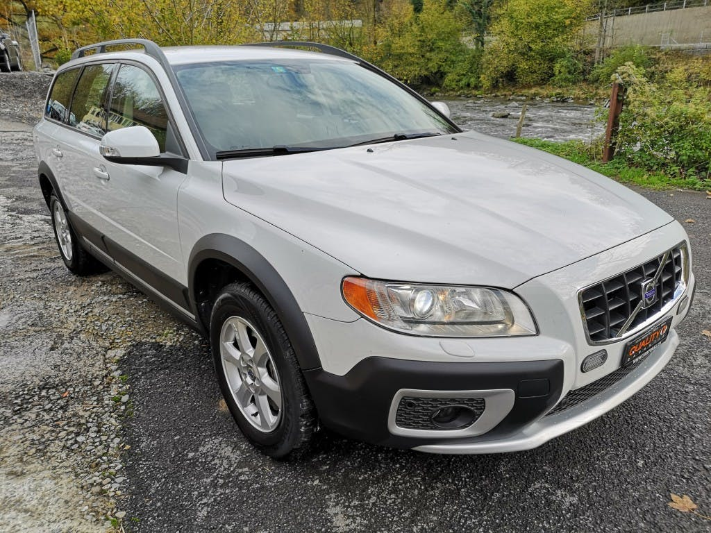 estate Volvo XC70 D5 AWD Kinetic Geartronic