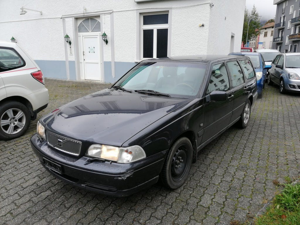 estate Volvo V70 2.5 LPT