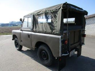 Land Rover Defender 88 Serie 2a Defender 88 Serie 2 a Veteranenfahrz. 120'000 km CHF29'900 - buy on carforyou.ch - 3