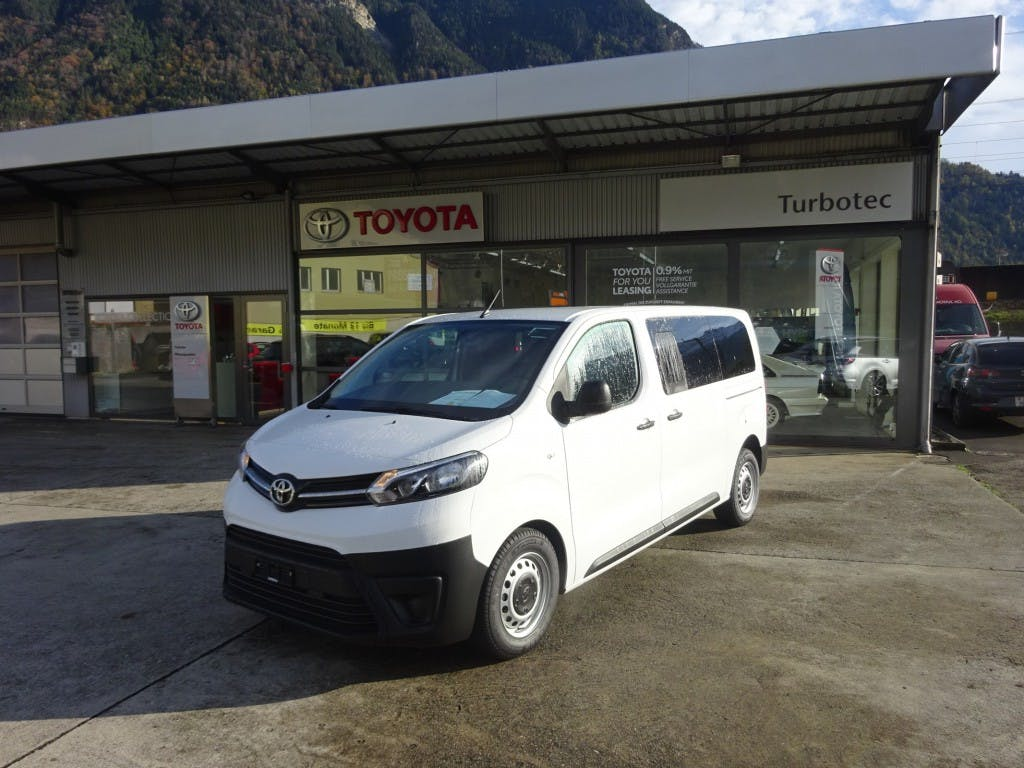 bus Toyota Proace 9Sitzer