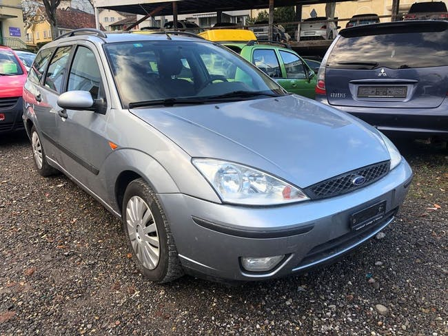saloon Ford Focus 1.8i 16V Carving