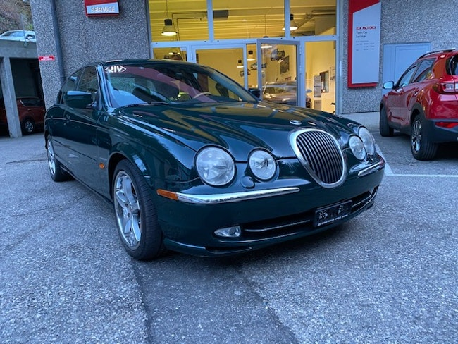 saloon Jaguar S-Type 4.0 V8