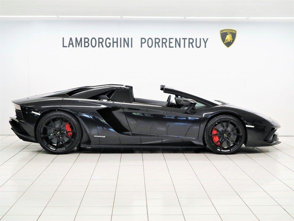 sportscar Lamborghini Aventador S LP740-4 Roadster E-Gear