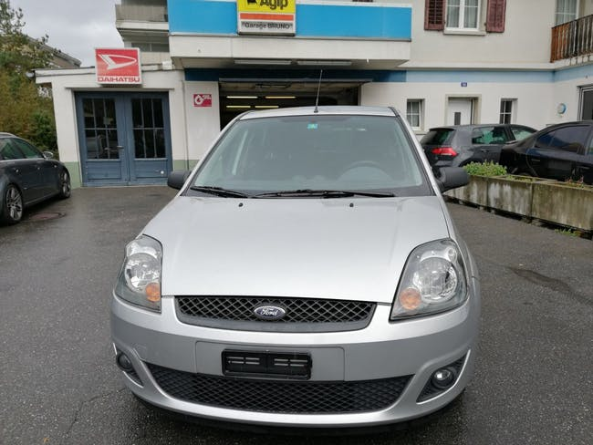 saloon Ford Fiesta 1.6 16V Trend