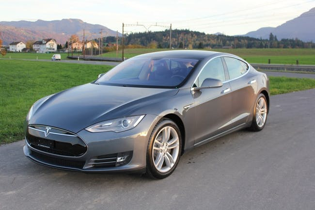 saloon Tesla Model S 60