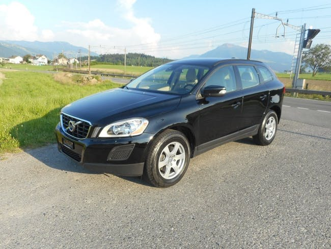 suv Volvo XC60 D3 AWD Momentum Geartronic