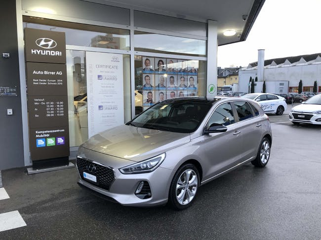 saloon Hyundai i30 1.6 CRDi Launch Plus