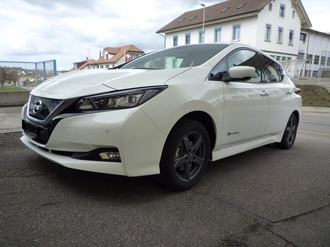 saloon Nissan Leaf N-Connecta