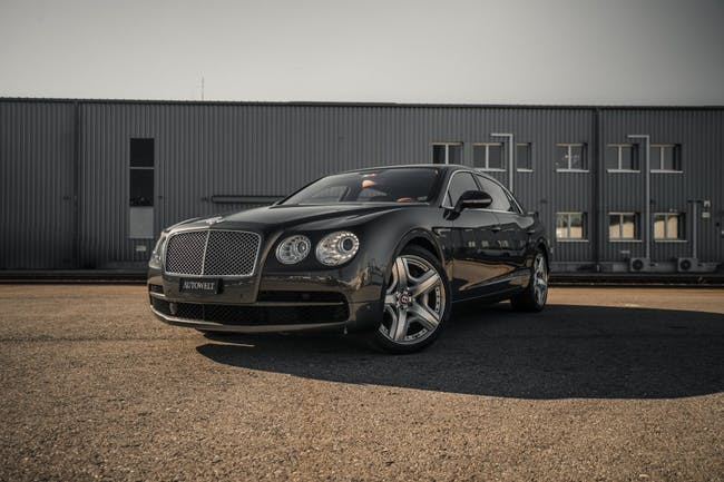 saloon Bentley Flying Spur 4.0