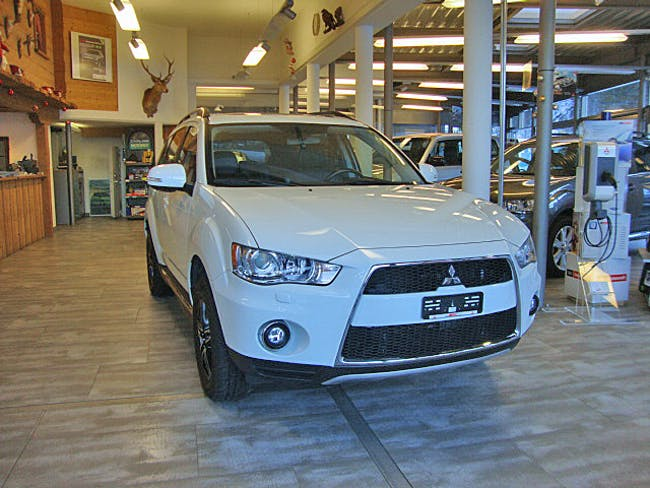 suv Mitsubishi Outlander 2.2 DID Navi