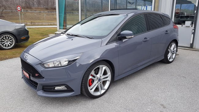 saloon Ford Focus 2.0 SCTi ST2