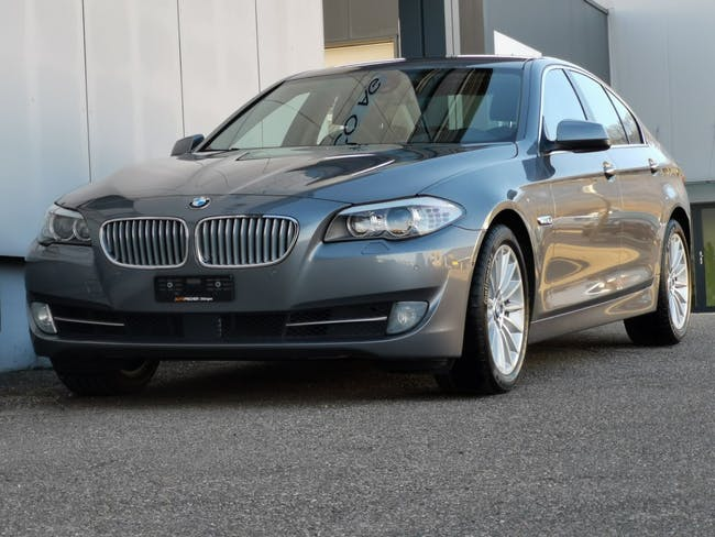 saloon BMW 5er 550i Steptronic