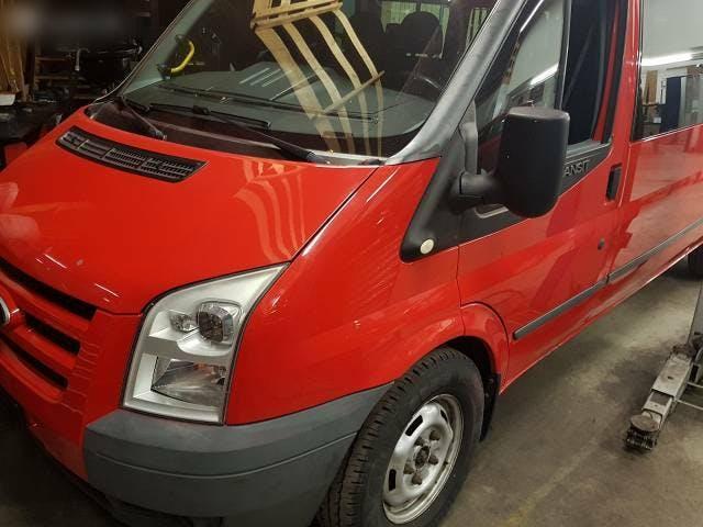 bus Ford Transit / 4x4 / 14 Platz / Diesel /